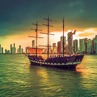 bateau à Carthagène, en Colombie